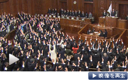 横路孝弘衆院議長が解散詔書を読み上げ衆院は解散した(16日午後)