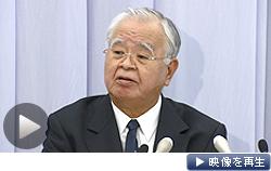 経団連の米倉会長は就職活動の4月解禁を容認する考えを示した(8日、東京都千代田区)