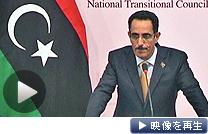 カダフィ大佐が死亡したと発表するリビアの国民評議会のゴーガ副議長(20日、リビア・ベンガジ)