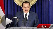 テレビ演説で次期大統領選不出馬を表明するエジプトのムバラク大統領