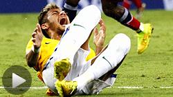 コロンビアの選手と激しく衝突し、ブラジルのネイマール選手が脊椎を骨折した(4日)