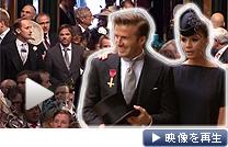 ベッカム夫妻ら招待客が続々と式場に到着した(29日、英ロンドン)
